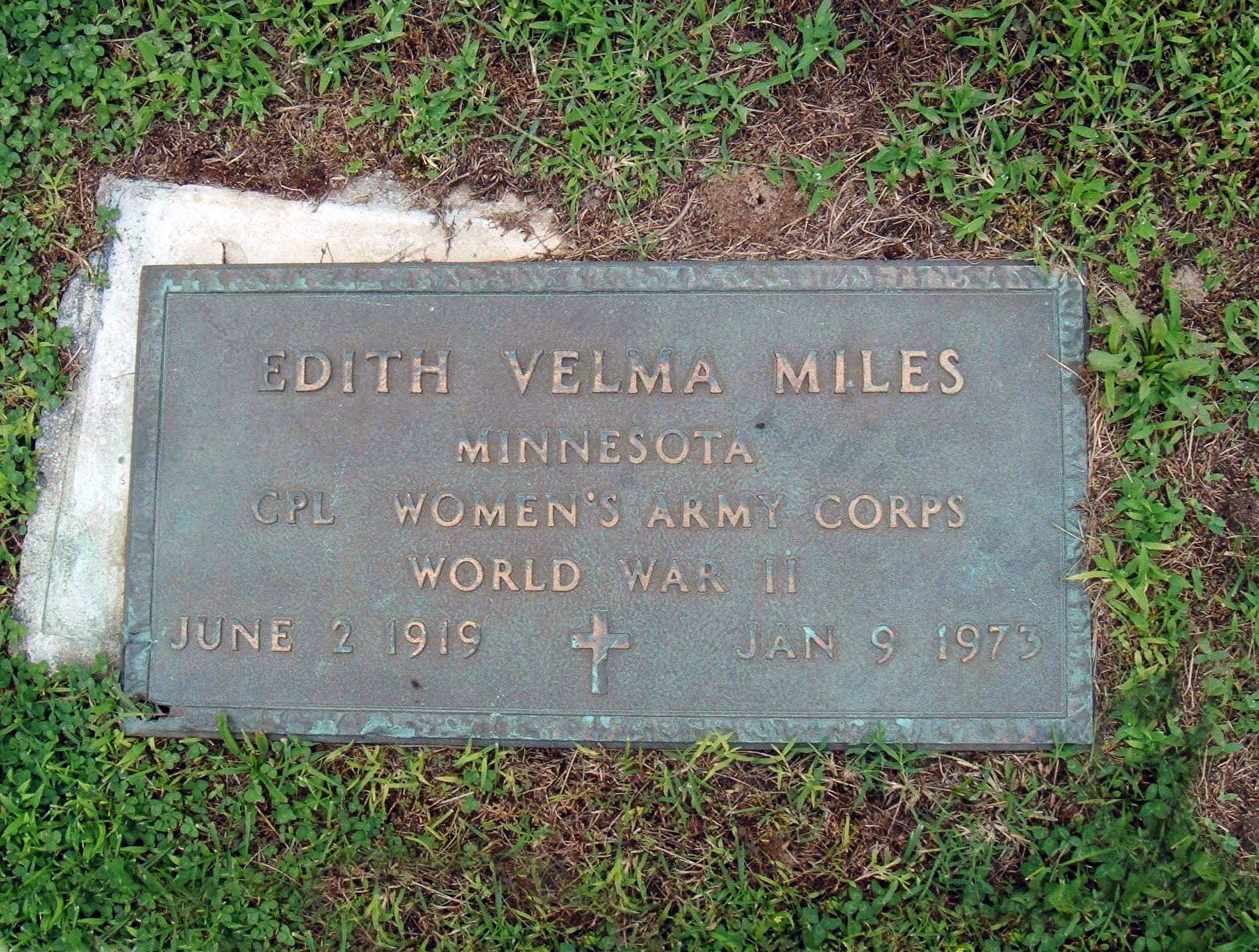 edith-velma-miles-headstone